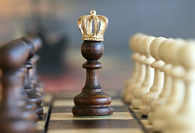 Koning woedend na overspel van één van zijn 14 vrouwen
